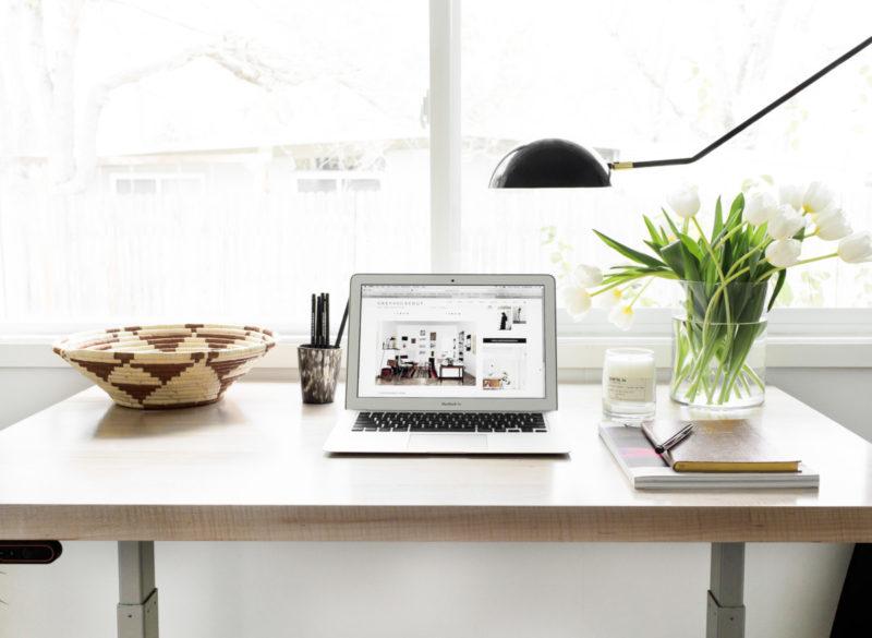 อย่าลืมจัดระเบียบโต๊ะทำงานของคุณให้เป็นระเบียบอยู่เสมอ